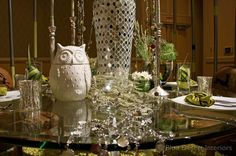 Tableau 2012 - Some great ideas for table decorating here!  #napkinfold #vase #numberglass #circlestrand #hornvase #mirroredvase