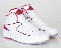 best service 05f4a d0424 Air Jordan (Retro) 2s Varsity Red Jordanien Retro 2, Jordan 13, Lässige