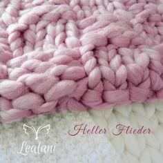 Baby Props gestrickte Kammzug-Decke Merino gefärbt von Lealani / Schnörkelwerk auf DaWanda.com