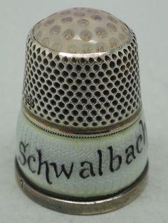 Bad Schwalbach. Plata y esmalte estilo guilloche. Alemania. Thimble-Dedal-Fingerhut.