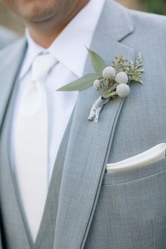 Grey suit with a simple boutonniere for the groom.