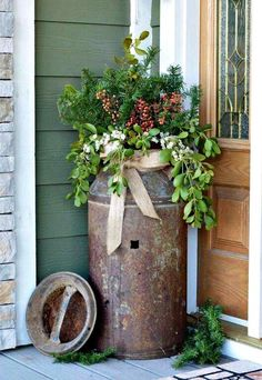 Fantastic Rustic Farmhouse Porch Decor Ideas Antique milk can rusty flower pot idea # Country Christmas, Christmas Home, Outdoor Christmas, Christmas Trees, Winter Christmas, Antique Milk Can, Vintage Milk Can, Old Milk Cans, Milk Jugs