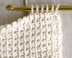 Tricot crochet combines the best of knitting and crochet. The stitches on it look like knitting and Crochet Simple, Crochet Diy, Learn To Crochet, Crochet Hats, Plaid Crochet, Crochet Afghans, Tunisian Crochet, Crochet Stitches, Mobiles En Crochet