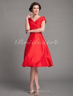 A-Linie Taft Knielang V-Ausschnitt Brautmutterkleid - $89.99