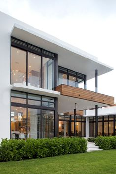 Modern Exterior Home Ideas: 18 Modern Glass House Exterior Designs Modern Glass House, Modern House Design, Modern Interior Design, Interior Architecture, Contemporary Design, Glass House Design, Contemporary Houses, Contemporary Architecture, Minimalist Architecture
