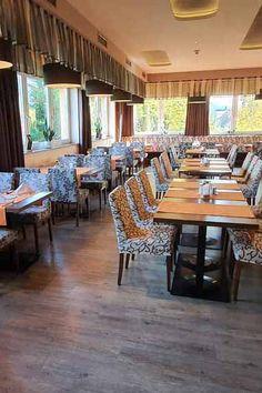 In unserem Restaurant können Sie köstlich speisen. 😋 #angererhof Das Hotel, Restaurant, Conference Room, Table, Furniture, Home Decor, Vacation, Decoration Home, Room Decor