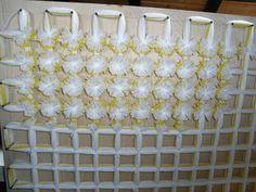 Blanket of pompoms Craft Stick Crafts, Easy Crafts, Loom Blanket, Woolen Craft, Pom Pom Baby, Loom Craft, Fabric Brooch, Pom Pom Crafts, Easter Bunny Decorations