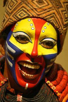 The Lion King, el musical, maquillaje, personajes, Rafiki, Broadway, New York. http://blog.weplann.com/el-rey-leon-musical-broadway/