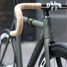 One of my favorite colors Repost ? Bici Retro, Retro Bike, Velo Design, Bicycle Design, Urban Cycling, Urban Bike, Fixed Gear Bikes, Cycling Bikes, Cycling Equipment