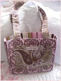 THree piece easy, free tote bag pattern and tutorial. I've been wanting to make totes with hand embroidery on the front. However, my sewing skills are basic and didn't know how to make the corners look right. This is it There is a pdf to download for the pattern and another pdf for instrructions on how to do boxed corners. From what I read boxed corners is way easier than I had thought. Going to make a beach bag this week end with this pattern.
