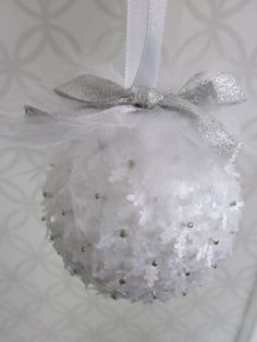 DIY Christmas Ornament- styrofoam balls, beads, little fabric snowflakes, feathers and ribbon for the tops.- (smb: use clear ornament so that light shines through. Vellum punched snowflakes work too. Christmas Ornaments To Make, Simple Christmas, Christmas Projects, Handmade Christmas, Holiday Crafts, Christmas Holidays, Christmas Decorations, Victorian Christmas, Diy Weihnachten