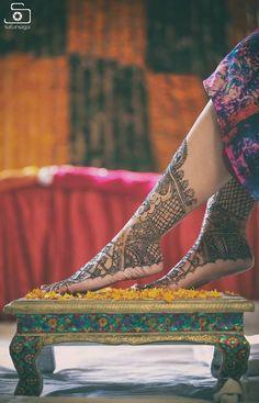 Digital Wedding Photography Tips – Fine Weddings Mehendi Photography, Indian Wedding Photography Poses, Indian Wedding Photographer, Bride Photography, Photography Ideas, Photography Portraits, Indian Bridal Photos, Bridal Pics, Bride Poses