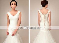 Trumpet/Mermaid V-neck Court Train Wedding Dress (Tulle) - USD $ 229.99