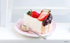 המרכיב הסודי: עוגת גבינה קרה ללא אפייה עם תותים וביסקוויט-שוקולד