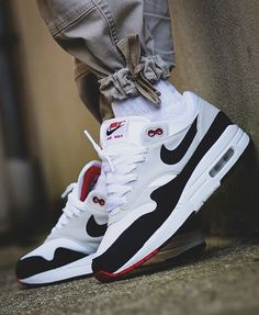 Nike Airmax 1 x OG Obsidian . I really like this colour way Always taki. Classic Sneakers, Best Sneakers, Sneakers Fashion, Fashion Shoes, Shoes Sneakers, Mode Masculine, Fly Shoes, Jordan Shoes Girls, Nike Air Shoes
