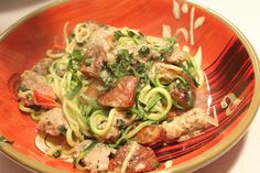 Garlic Zucchini Spaghetti with Italian Chicken Sausage, Tomatoes, Basil and Roasted Potatoes (substitute Sweet Potatoes) Veggetti Recipes, Spiralizer Recipes, Pasta Recipes, Real Food Recipes, Cooking Recipes, Healthy Recipes, Veggie Noodles, Vegetable Pasta, Zucchini Noodles