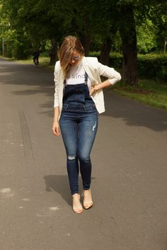 Be Kind T-Shirt + Denim Overalls + White Blazers Overalls Outfit, Denim Overalls, Dungarees, Jeans, Heels Outfits, Blazer Outfits, All Fashion, Passion For Fashion, Zara Heels