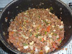 carne moida na frigideira esperando para misturar com arroz