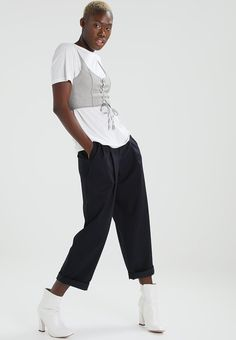 ¡Consigue este tipo de camiseta estampada de Bik Bok ahora! Haz clic para ver los detalles. Envíos gratis a toda España. Bik Bok BALANCE WINNIE Camiseta print white: Bik Bok BALANCE WINNIE Camiseta print white Ropa   | Material exterior: 50% poliéster, 30% viscosa, 20% algodón | Ropa ¡Haz tu pedido   y disfruta de gastos de enví-o gratuitos! (camiseta estampada, print, estampada, estampado, print étnico, print fotográfico, printed, t-shirt mit druckmotiv, playera estampada, t-shirt �...