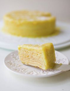 Orange Thin Layer Cake is a popular and traditional store-bought Chilean cake. The orange curd is just perfect. Orange Layer Cake Recipe, Layer Cake Recipes, Dessert Recipes, Chilean Recipes, Chilean Food, Delicious Desserts, Yummy Food, Crepe Cake, Amazing Cakes