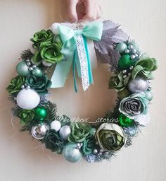 spice up your entrance way with a beautiful wreath.   Image provided by @ kvitkovi_stories (Instagram)  #wreath #diywreath #wreathdiy #homedecor