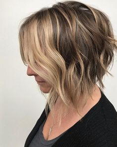 64 Wavy Bob Hairstyles That Look Gorgeous And Stunning - Hairstyles Trends Popular Short Hairstyles, Short Hairstyles For Thick Hair, Try On Hairstyles, Undercut Hairstyles, Short Hair Cuts, Short Hair Styles, Hairstyle Ideas, Short Textured Hair, Layered Hair With Bangs