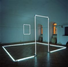 Stanza silente, 2001, neon, iron and Silver wire, 220 x 400 x 400 cm