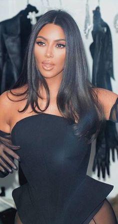 Who made Kim Kardashian's black top? Looks Kim Kardashian, Kim Kardashian Wedding, Kardashian Style, Kim Kardashian Eyelashes, Kim Kardashian Long Hair, Kim Kardashian Ponytail, Kim Kardashian Hairstyles, Kim Kardashian Blazer, Kardashian Kollection