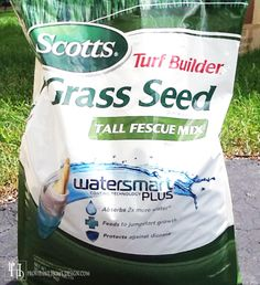 How to Grow Grass - After failed attempts, this one is a winner! Scotts Turf Builder Grass Seed Tall Fescue Mix with watersmart coating plus. Has a bluish color. Grow Grass Fast, Growing Grass, Backyard Projects, Outdoor Projects, Backyard Ideas, Garden Ideas, Garden Crafts, House Projects, Outdoor Ideas
