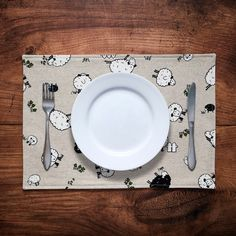 Set of 2 or 4 fabric placemats in fun sheep print Fabric Placemats, Make And Sell, How To Make, Dinner Table, Printed Cotton, Annie, Sheep, Printing On Fabric, Cotton Fabric