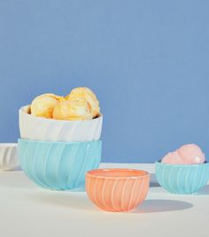 Update your kitchen collection with this set of six bowls. Perfect for that summer sorbet.
