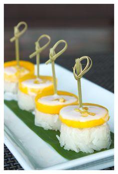 ข้าวเหนียวมะม่วง Thai mango and sticky rice with coconut milk