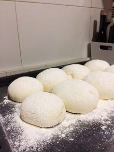 Blaa, los tiernos panecillos de Irlanda Biscuit Bread, Pan Bread, Bread Recipes, Cooking Recipes, Empanadas, Decadent Cakes, Pan Dulce, Irish Recipes, Dinner Rolls