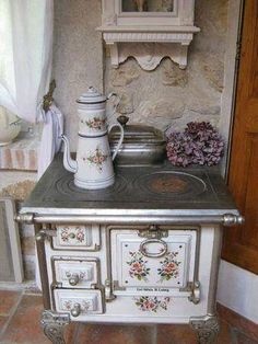 shabby chic kitchen posts - Magical Home Inspirations Shabby Chic Mode, Style Shabby Chic, Shabby Chic Decor, Vintage Decor, Shabby Vintage, Rustic Chic, Vintage Furniture, Old Kitchen, Country Kitchen