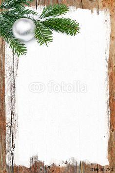 Weihnachtliches Hintergrundmotiv, Tannenzweig mit Weihnachtskugel auf Holzhintergrund, Plakat, Weihnachtskarte, #58062783