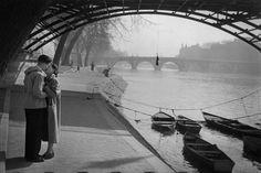 greeneyes55:  Pont des Arts Paris 1953 Photo: Marc Riboud