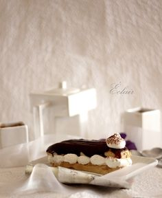 Eclair with coffee cream and chocolate icing (Éclair filled and glazed) Profiteroles, Eclairs, Food Photography Styling, Food Styling, Coffee Cream, Chocolate Icing, Sweets Cake, Dessert Recipes, Desserts