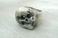 Oxidized sterling silver, rustic - old look Ring in the front, high polish finish inside and in the back. This guy looks kind of happy, easy going. I like him. Not even afraid of!  Handmade and unique.  Size : 10 to 12  Please let me know your prefered size in message to seller at checkout. Please 1 week for production.