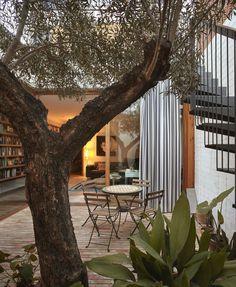 A courtyard house in Benimaclet, Valencia/ GRADOLÍ & SANZ ARQUITECTO