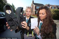 100 trẻ bị cấm đến trường trong ngày đầu tiên của năm học vì … đi nhầm giày 1/ yếu tố: bị cấm đến trường/ áp dụng: 100 học sinh bị cấm đến trường vì ... nhuộm tóc