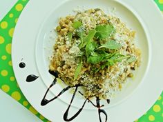 Creamy risotto with oyster mushrooms,white wine,rucola,parmesan and peas. Oysters, White Wine, Parmesan, Real Food Recipes, Risotto, Grains, Stuffed Mushrooms, Rice, Eat
