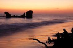 El Salvador playa, las puestas del sol son bonita. Siempre es caliente.