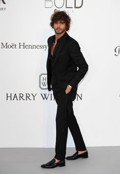 Cannes The best dressed men at the AmfAR gala Marlon Teixeira, Male Model Names, Male Models, Thalia, Black And White Suit, New Mens Fashion, Men's Fashion, Beard Look, Well Dressed Men