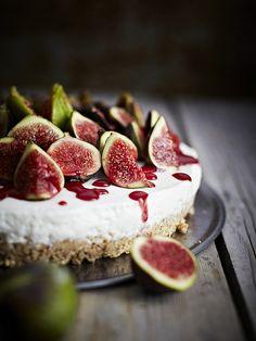 Semifreddo Settembrino, figs semifrosted cake with yogurt,mascarpone