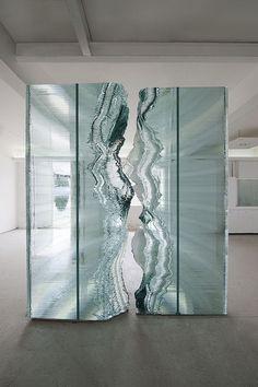 Sculpture: made from glass and steel. Abstract Sculpture, Sculpture Art, Ecole Design, Art Public, Wow Art, Art Abstrait, Land Art, Oeuvre D'art, Architecture