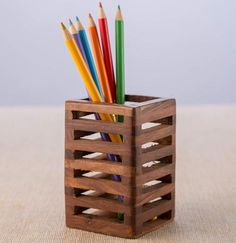 Wood Pen Holder, Pen Holders, Wood Projects, Woodworking Projects, Pot A Crayon, Starter Set, Wooden Crafts, Desk Organization, Home Gifts