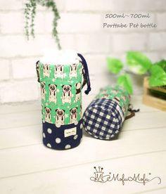 可愛いパグ 保冷ペットボトルケース(グリーン・ドット)