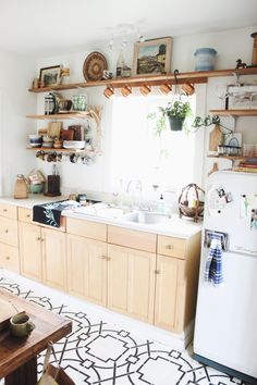 Pad Peek: Anna's Experimental Vintage Boho Home | The JungalowThe Jungalow