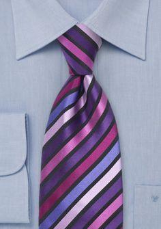 Herrenkrawatte Streifenmuster Magenta violett nachtschwarz