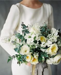 32 bouquets for this season + roses style guide - Parfum Flower Company One of our favorite things about fall? All the rich and warm colors that pop up in the wedding industry! Yellow Wedding Flowers, All White Wedding, White Wedding Bouquets, Wedding Flower Arrangements, White Bridal, Bride Bouquets, Bridal Flowers, Floral Wedding, Light Yellow Weddings